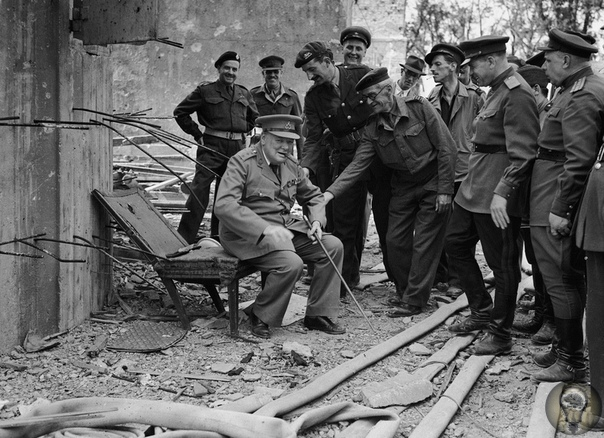 Черчилль в кресле Гитлера