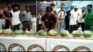 New world record smashing 51 watermelons in 60 seconds