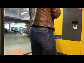 Pee jeans parking.mp4