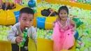 Gia Linh và em Cò chơi Cầu trượt liên hoàn chơi nhà bóng khu vui chơi giải trí trẻ em