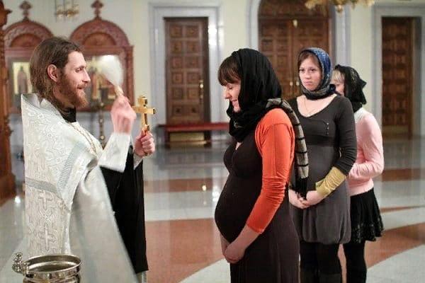 Можно ли ходить в храм во время беременности