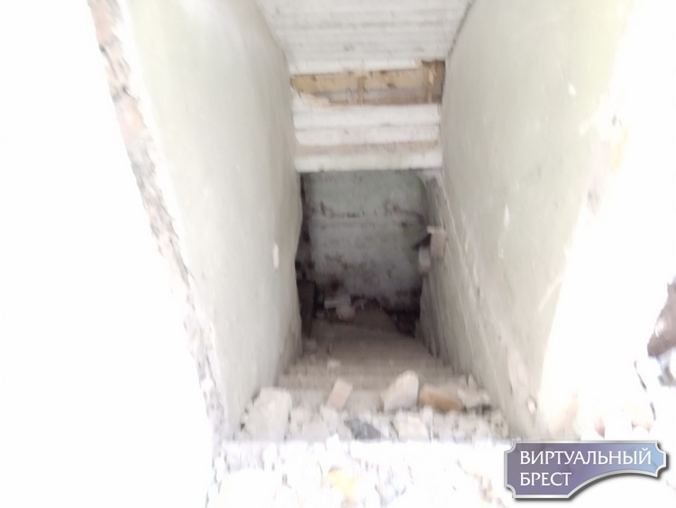 Началась реконструкция (или это снос?) дома семьи Фурс по улице Будённого