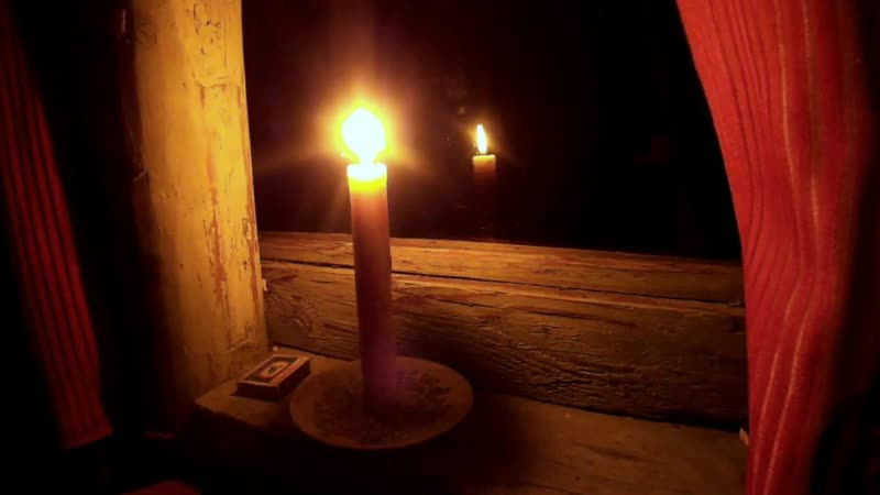 Звуки ночного дождя и пламя свечи