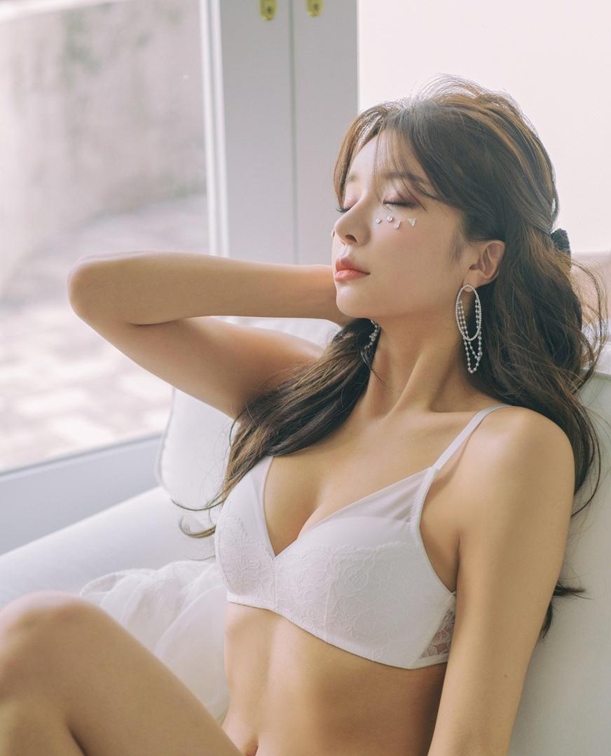 Model: Yeonsu