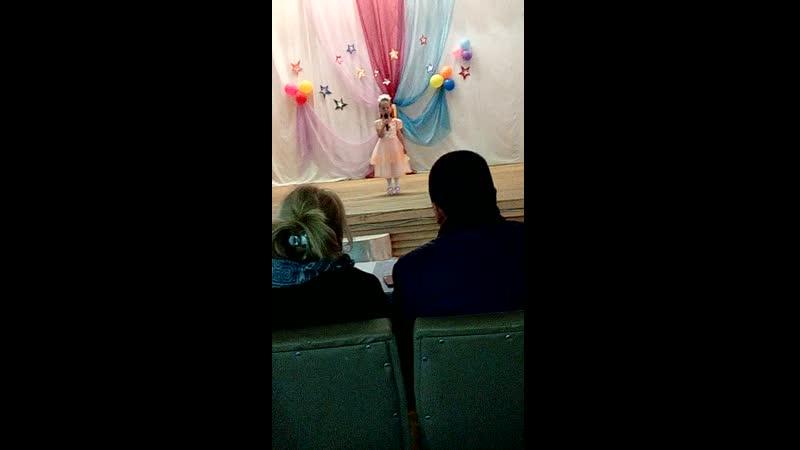 первое выступление дочки на сцене