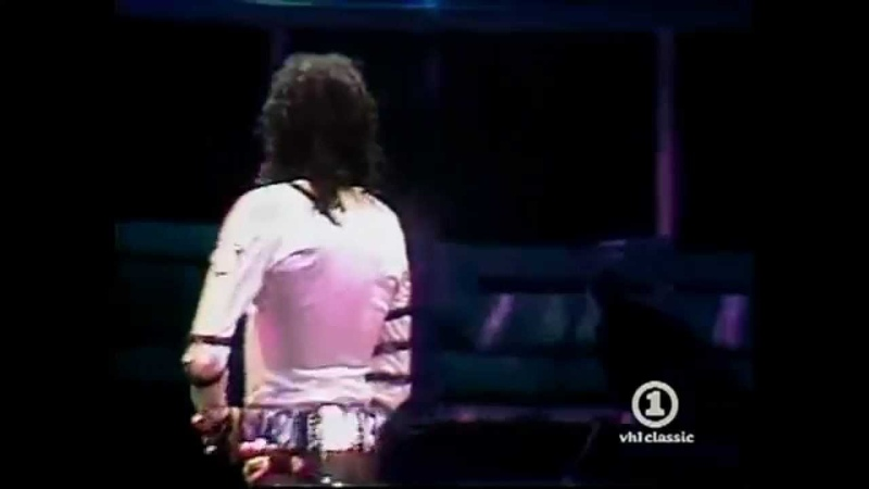 Michael Jackson Turns Around To Zip His Zipper, So Cute