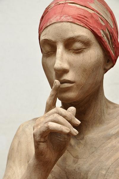 Бруно Уолпот (Bruno Walpoth) Итальянский скульптор Бруно Уолпот (Bruno Walpoth) создает гиперреалистичные скульптуры из дерева. Его работы поражают своей анатомической правильностью. В основном