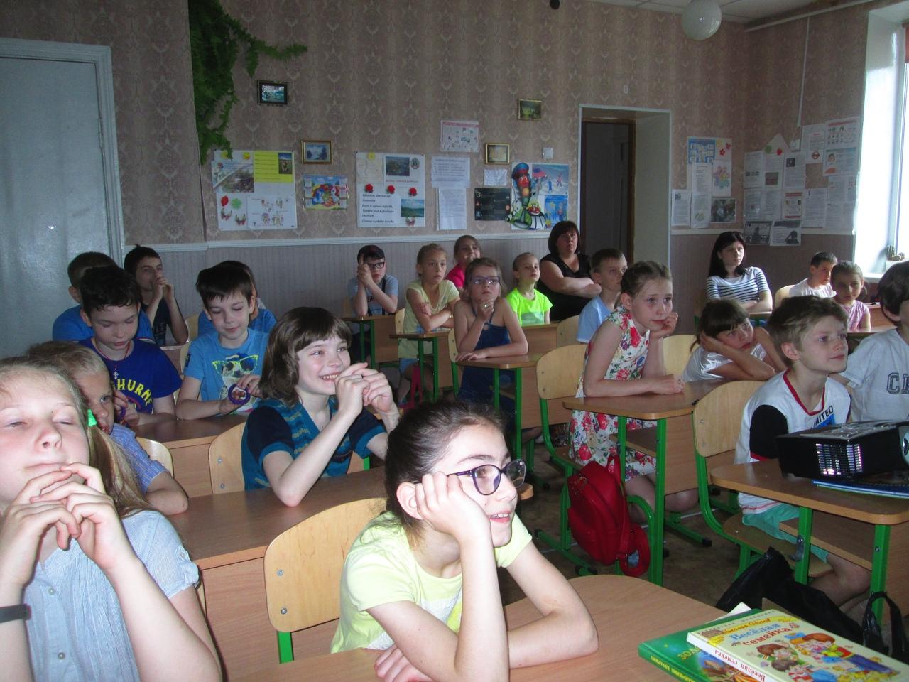 детские писатели, николай носов, отдел обслуживания учащихся 5-9 классов, донецкая республиканская библиотека для детей