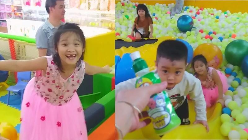 Gia Linh và em Cò chơi Cầu trượt nhà bóng khu vui chơi giải trí trẻ em