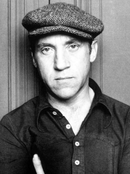 past Владимир Высоцкий. Владимир Семёнович Высо́цкий (25 января 1938, Москва - 25 июля 1980, Москва) - советский поэт, актёр театра и кино, автор-исполнитель песен (бард); автор прозаических