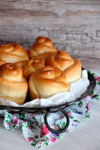 Румяные медовые булочки-розочки