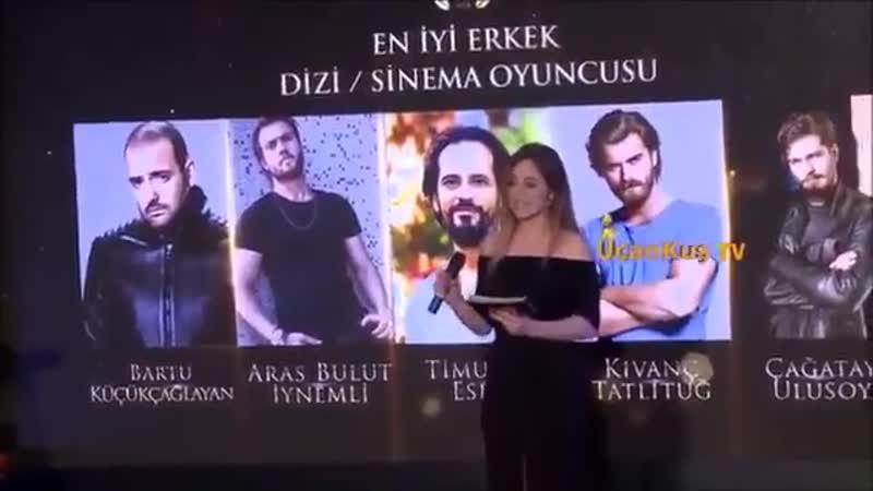 Momento de la premiación en la Universidad de Galatasaray, y posterior agradecimiento. @kivanctatlitug Felicitaciones! (online-v