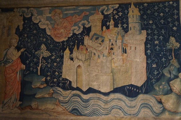 ГОБЕЛЕН АНЖЕРСКИЙ АПОКАЛИПСИС Анжерский Апокалипсис - это самая большая серия средневековых шпалер, дошедших до наших дней. В настоящее время он состоит из 65 сцен, его протяженность - 104