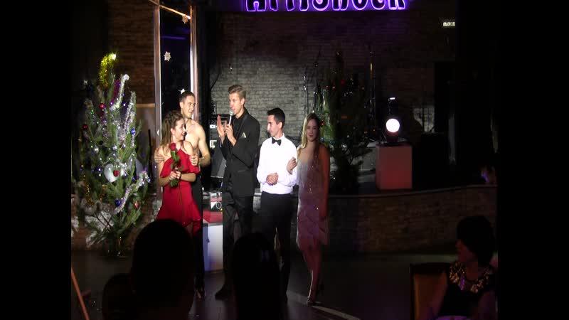 Танцевально- песенная композиция. Исполняет Евгений и его команда.