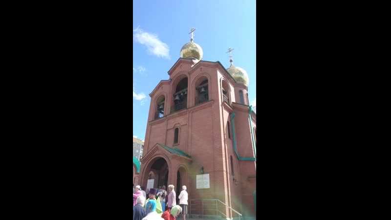 Колокольный звон возле храма Василия Великого в Троицу