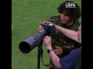 I dont think theyre the shots you should be taking, elneny!
