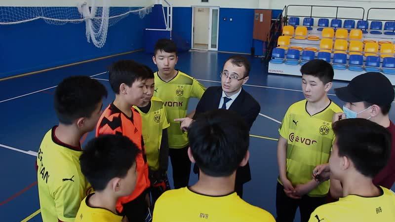 Первый день турнира по мини футболу среди юношей 7 8 классов школ города и филиала Назарбаев Интеллектуальная школа физико мате