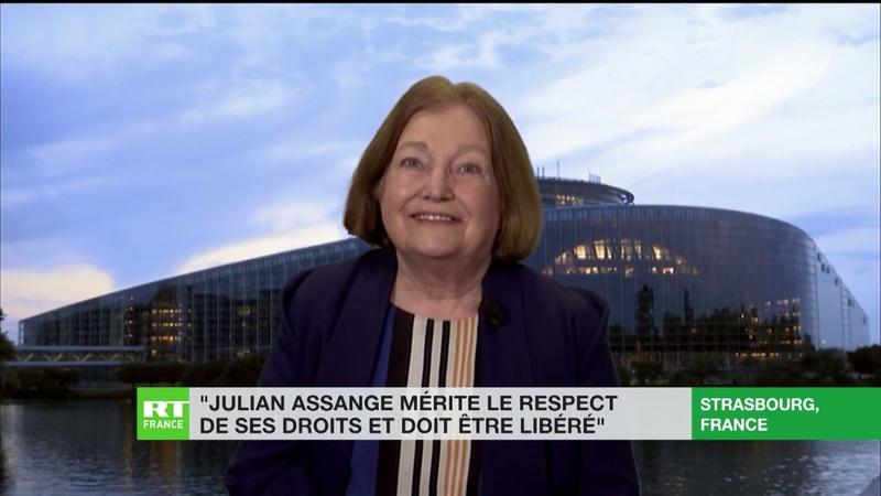 Mairead Corrigan, prix Nobel de la paix 1976, demande la libération de Julian Assange
