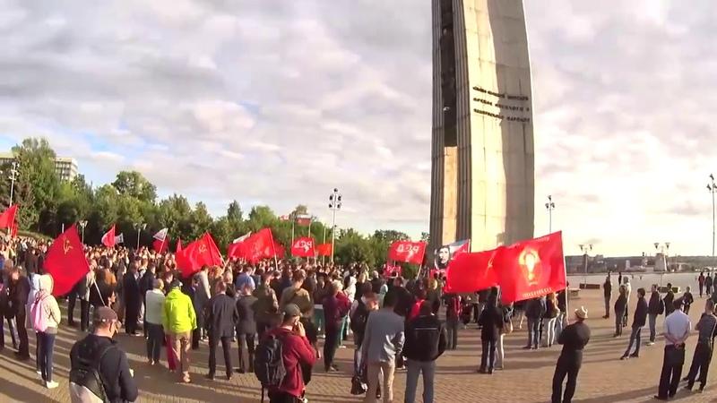 Активист РСД Дмитрий Морозов зачитывает резолюцию