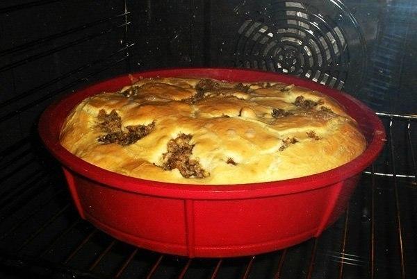 Пирог «Быстрый и вкусный» из теста на кефире со сметаной и майонезом. Обязательно к приготовлению!