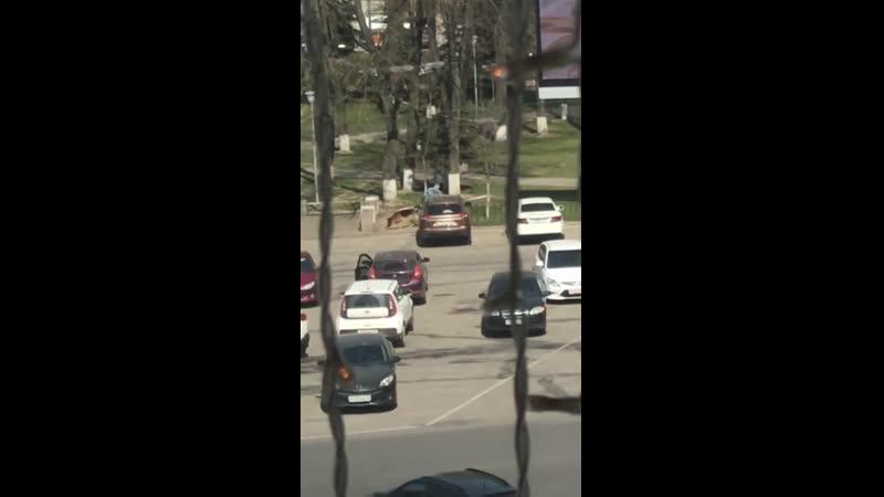 25 апреля полиция с собаками обыскивает площадь Ленина в Воскресенске
