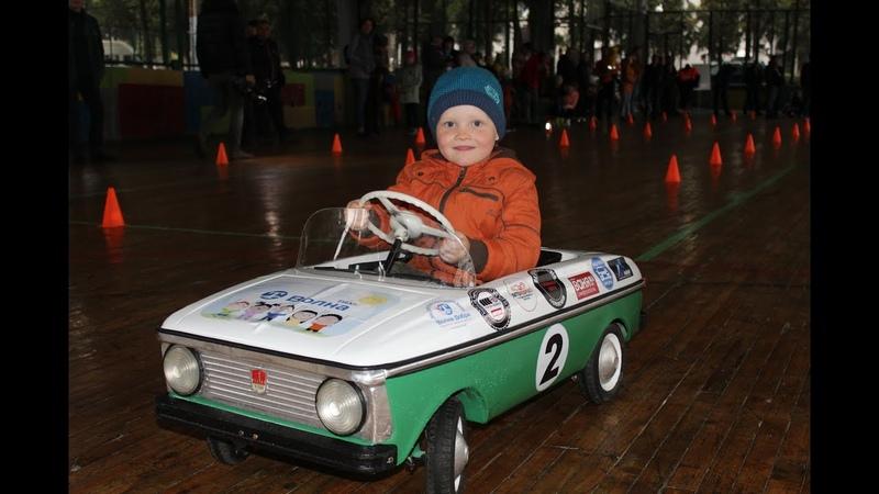 Первые в Крыму детские гонки на мини ретро автомобилях