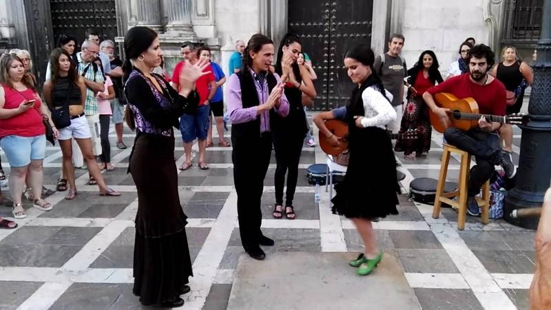 Grupo de cantaores y bailaores en Granada