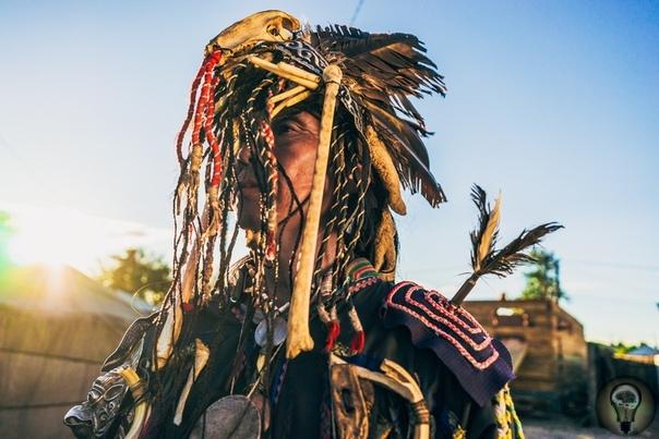 Шаманское путешествие и его отличие от других форм экстаза Слово «экстаз» произошло от древнегреческого «экстазис», которое означает «быть помещенным снаружи». Под экстазом понимается состояние