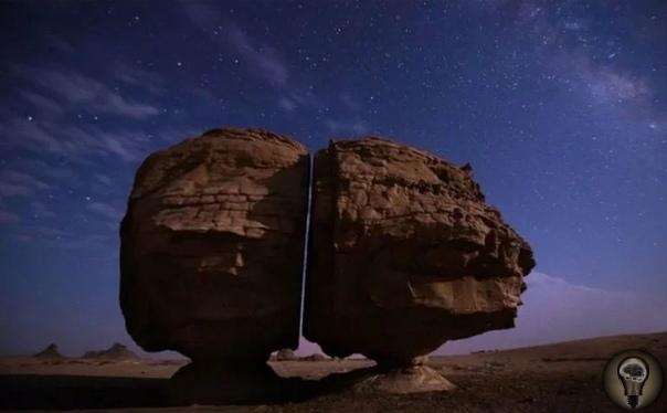 Камень Аль-Наслаа: кто мог в древности разрезать его столь ровно на две части и зачем Камень в Саудовской Аравии когда-то и кем-то был разрезан пополам настолько равномерно и гладко, как если бы
