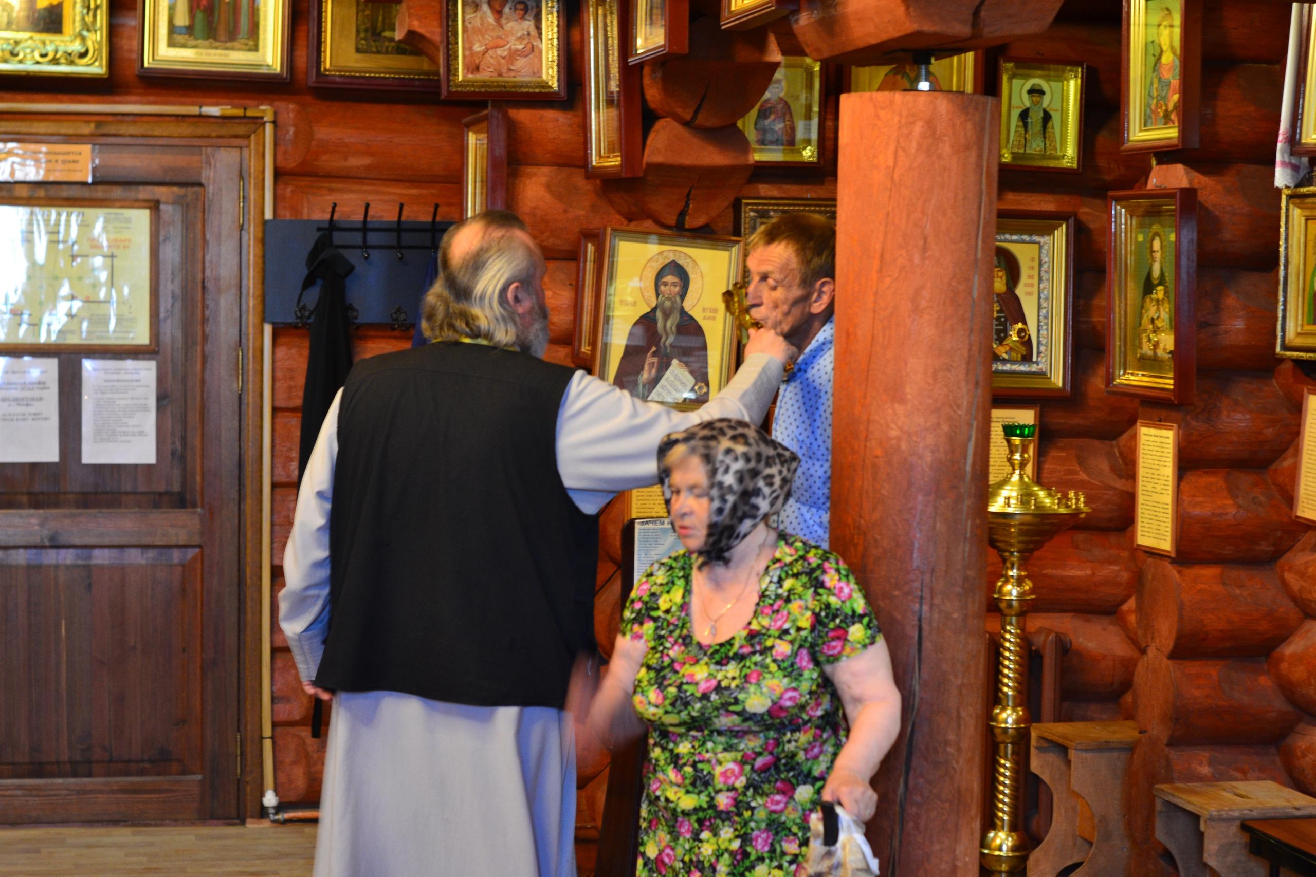 Каждый четверг в нашем храме проходит чтение Акафиста Пресвятой Богородице пред иконой «Неупиваемая Чаша»