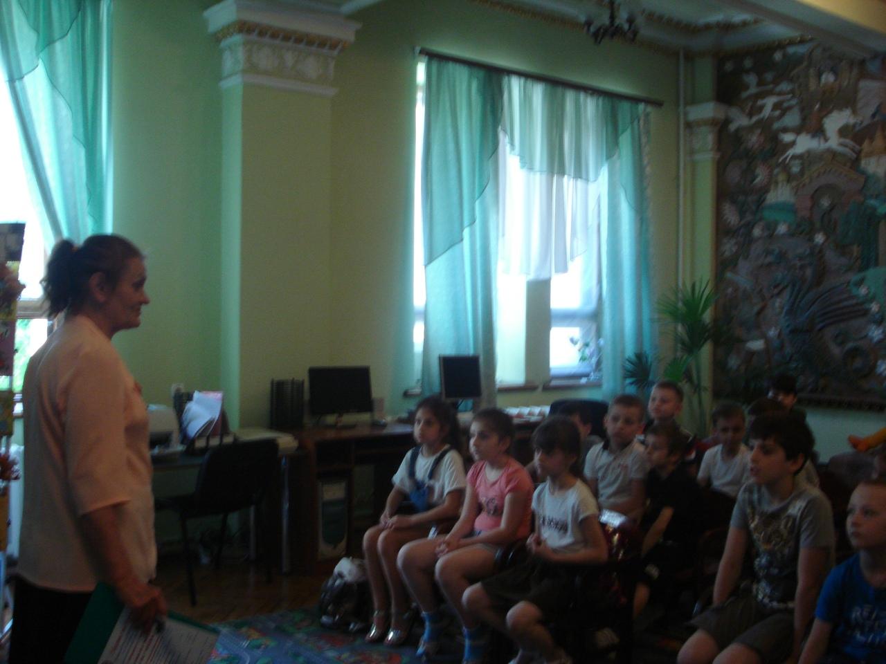 отдел обслуживания дошкольников и учащихся 1-4 классов, Донецкая республиканская библиотека для детей, лето в библиотеке, работа с пришкольными лагерями, день памяти и скорби