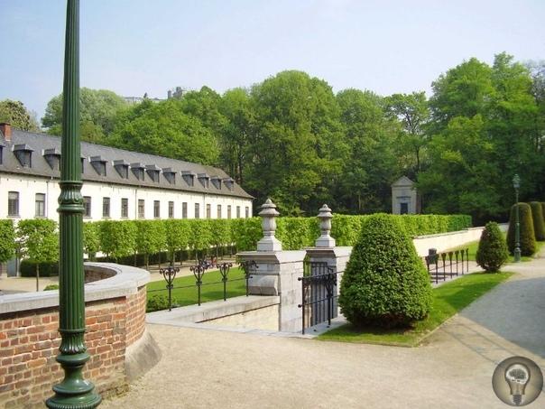 Лучшие парки Брюсселя 1. Брюссельский парк В центре города находится обширный по площади (более 13 га) зелёный оазис Брюссельский парк. Если мысленно обратиться в средние века, то на этом месте