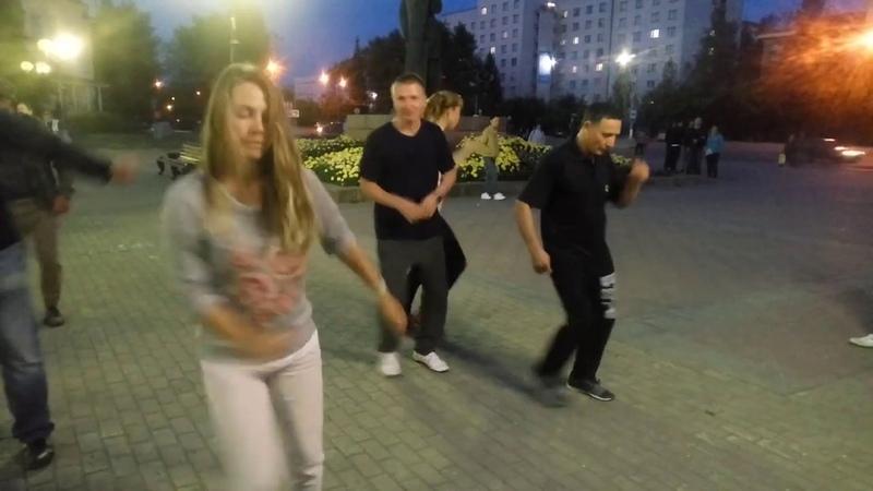 Танцы на Театральной площади г. Сыктывкара 19.08.2018 - 03 - Barefoot - Ray Collins Hot Club