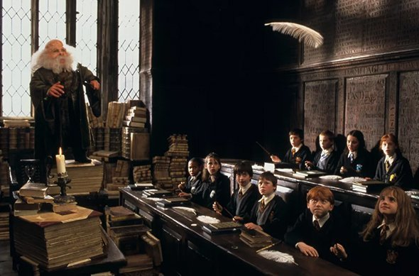 РЕАЛЬНЫЕ УЧЕБНЫЕ ЗАВЕДЕНИЯ, ГДЕ СНИМАЛИСЬ СЦЕНЫ В ХОГВАРСЕ Где-то ученики зубрят латынь в классе профессора Флитвика, берут книги в Запретной секции и ходят на обед по той же лестнице, что и