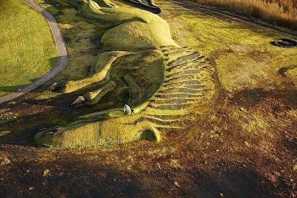 Султан Пит Пони - гигантский лэнд-арт в Уэльсе, Великобритания
