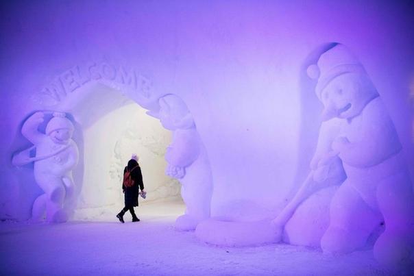 В деревне Санта Клауса недалеко от Рованиеми, Финляндия. Наши дни.