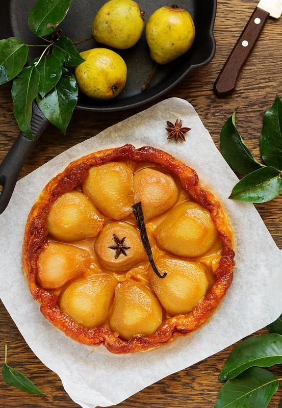 Очень вкусный грушевый пирог с карамелью за 30 минут: простой рецепт