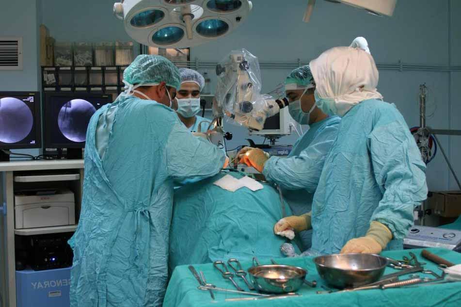Медицинская процедура может быть действием или серией действий, предпринимаемых, чтобы помочь пациенту справиться с заболеванием, и иногда может включать хирургическое вмешательство.