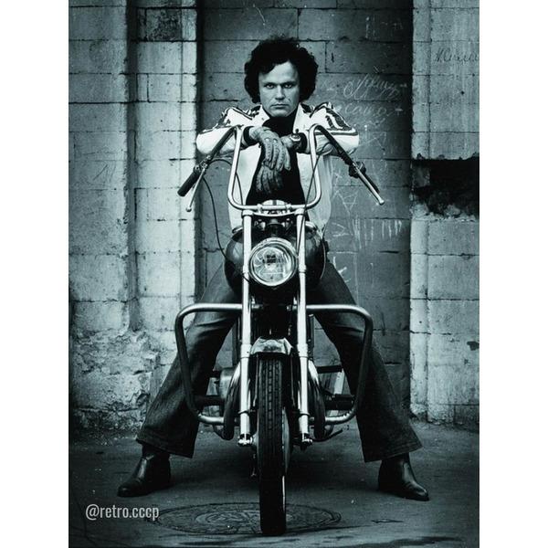 Николай Ерёменко - секс-символ Советского кино 80-х В каком фильме он вам запомнился больше После экранизации романа Стендаля Красное и черное, где Ерёменко сыграл главную роль Жюльена Сореля,