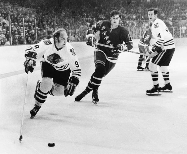 РОБЕРТ (БОББИ) МАРВИН ХАЛЛ Бобби Халл родился 3 января 1939.Мало кто знает, что спустя два года после серии со сборной Канады в 1972 году составленной из профессионалов Национальной хоккейной