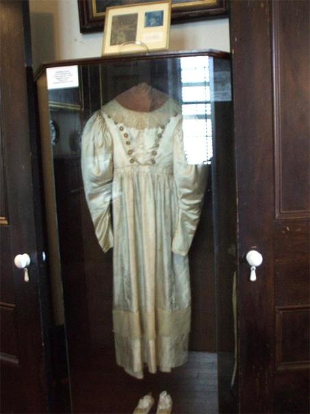 Несостоявшаяся невеста: история проклятого платья Анны Бейкер