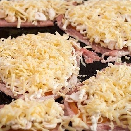 Мясо по-кyпечески с гpибами