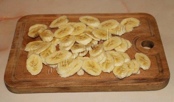 Шарлотка с бананами. Просто тает во рту!)