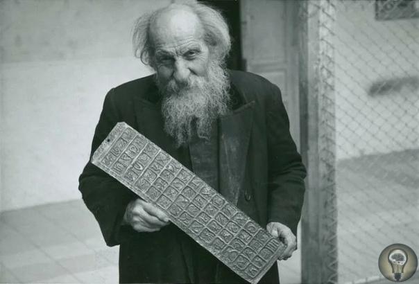 Собрание неудобных артефактов падре Креспи. Карло Креспи Крочи (1891-1982гг.) родился в Италии, у него была возможность стать кем угодно, но он выбрал жизнь священника и миссионера. Помимо