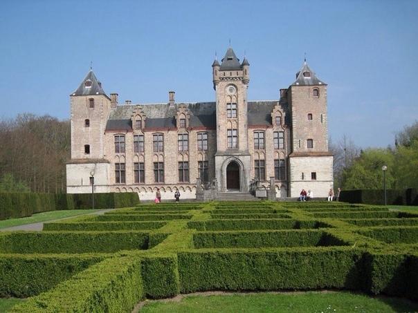 Замок Тиллегем в Брюгге, Западная Фландрия, Бельгия.