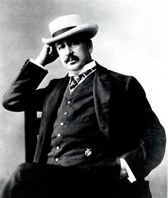 УТОПИЯ КИНГА ЖИЛЛЕТТА Американец Кинг Кэмп Жиллетт известен как изобретатель безопасной бритвы. Он напал на идею изготовить тонкое одноразовое лезвие вместо солидного клинка, нуждающегося в