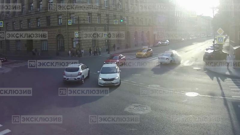 ДТП в Санкт Петербурге с такси на пересечении Суворовского и 2 й Советской