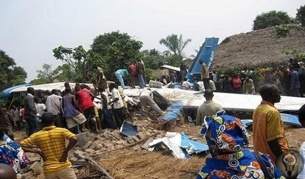 ТЕРРОРИСТ ПОНЕВОЛЕ: КАК КРОКОДИЛ СТАЛ ВИНОВНИКОМ КРУШЕНИЯ ПАССАЖИРСКОГО САМОЛЕТА Удивительный трагикомичный случай произошел в августе 2010 года в небе над Демократической республикой Конго.