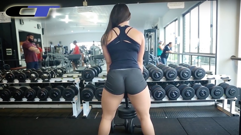 SQUATTING WITH DUMBBELLS VS SQUATTING WITHOUT WEIGHTS ► BRAZILIAN FFM (Yanne)