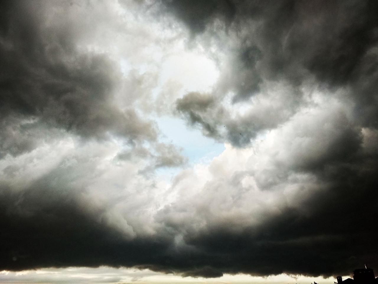 """Началось! Бресту """"прилетело"""" обещанное синоптиками штормовое предупреждение"""